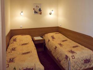 HOTEL *** -4347